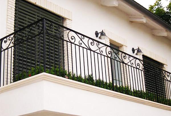 מעקה ברזל למרפסת