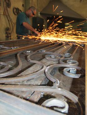 מעקות ברזל שערי ברזל שערי כניסה לבית מברזל